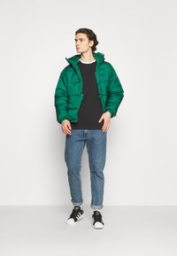 adidas Originals - HOODED PUFF - Veste d'hiver - green - 1