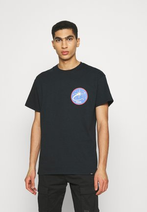 VINTAGE SUPPLY WORLD FRONT & BACK GRAPHIC TEE - Printtipaita - black