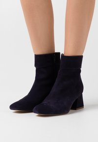 Zign - Classic ankle boots - blue - 0