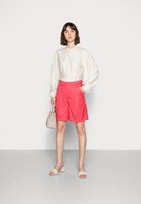Résumé - ELODIE - Shorts - red - 1