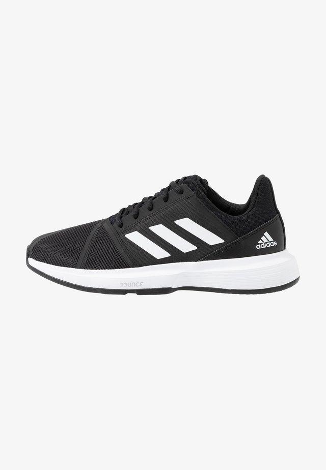 COURTJAM BOUNCE - Buty tenisowe uniwersalne - core black/footwear white