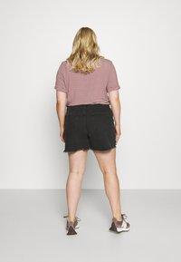Cotton On Curve - MOM HIGH WAIST - Shorts di jeans - midnight black - 2