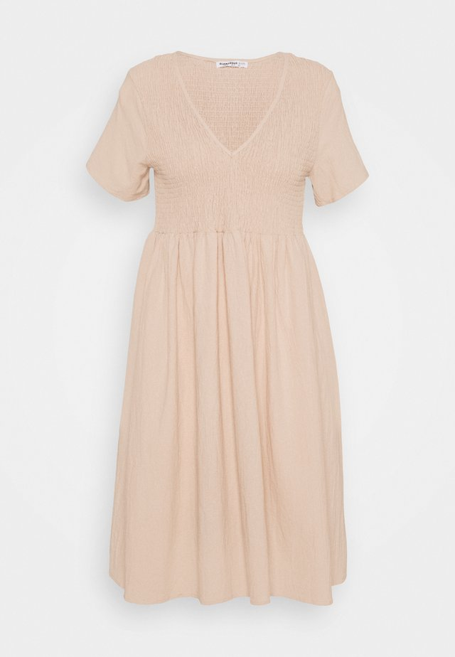 SMOCKED MIDI DRESSES WITH SHORT SLEEVES LOW V NECK - Robe d'été - stone