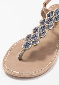 laidbacklondon - HEDDON FLAT - Sandály s odděleným palcem - light brown/turquoise - 2