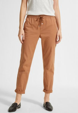 REGULAR FIT - Tracksuit bottoms - caramel