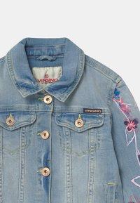 Vingino - EMBROIDERED FLOWERS - Denim jacket - light indigo - 2