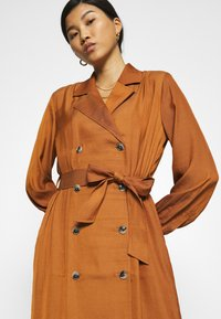 Banana Republic - MIDI TRENCH DRESS - Shirt dress - sand shell - 7