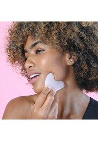 Skin Gym - ROSE QUARTZ WORKOUT SET - Skincare set - - - 4