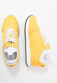 Calvin Klein Jeans - JEMMY - Baskets basses - lemon chrome - 1