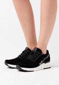 Jana - Sneakers laag - black - 0