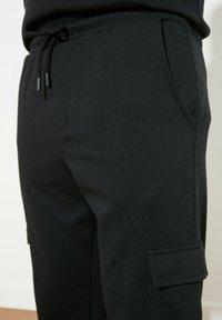 Trendyol - Reisitaskuhousut - black - 4