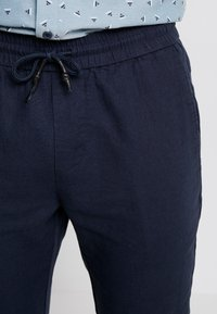 Only & Sons - ONSLINUS CROP  - Trousers - dress blues - 3