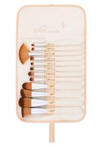 Luvia Cosmetics - BAMBOO'S ROOT - Makeup brush set - - - 1