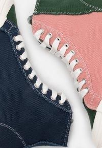 Good News - PALM UNISEX - Baskets montantes - navy/green/pink - 5