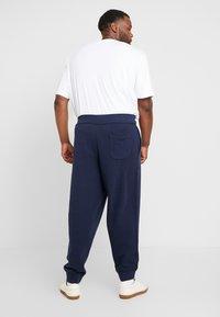 Polo Ralph Lauren Big & Tall - VINTAGE  - Pantalon de survêtement - cruise navy - 2