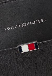 Tommy Hilfiger - BUSINESS SLIM COMP BAG UNISEX - Stresskoffert - black - 4