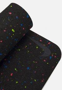 Nike Performance - FLOW YOGA MAT 4 MM - Fitness / Yoga - black - 3
