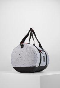 Jordan - DUFFLE - Sportovní taška - wolf grey - 4