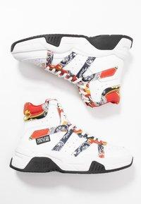 Versace Jeans Couture - Sneakers alte - bianco ottico - 1