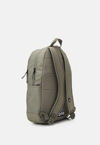 Nike Sportswear - ELEMENTAL UNISEX - Batoh - light army/light army/white - 1