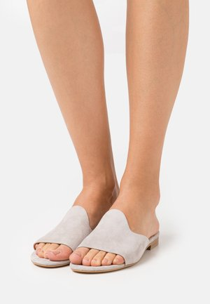 MULES - Pantolette flach - taupe
