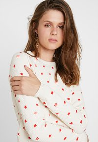 Scotch & Soda - LONG SLEEVE IN VARIOUS ALLOVER PRINT - Jumper - off-white - 4