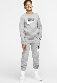 Nike Sportswear - CLUB PANT - Verryttelyhousut - carbon heather/smoke grey - 1