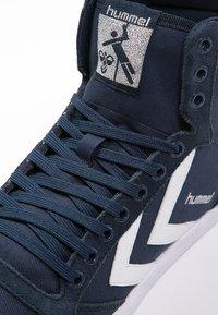 Hummel - SLIMMER STADIL - Sneakers hoog - dress blue/white - 5