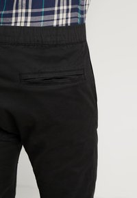 Cotton On - DRAKE CUFFED PANT - Stoffhose - true black - 3