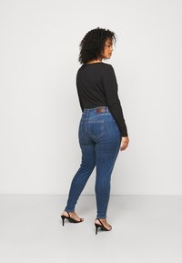 Pieces Curve - PCDELLY - Jeans Skinny Fit - medium blue denim - 2