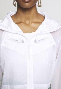 Nike Sportswear - UP IN AIR - Lett jakke - white/smoke grey - 5