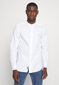 Calvin Klein - STAND COLLAR LIQUID TOUCH - Shirt - white - 0