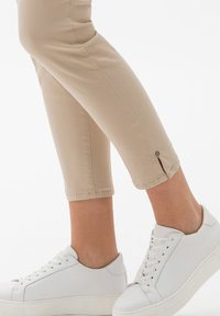 BRAX - STYLE SHAKIRA  - Jeans Skinny - sand - 4