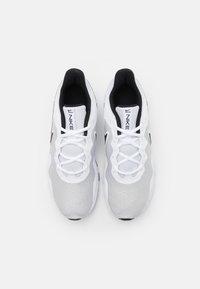 Nike Performance - LEGEND ESSENTIAL 2 - Træningssko - pure platinum/black/white - 3