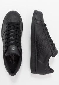 adidas Originals - SUPERSTAR - Sneakers laag - core black - 1
