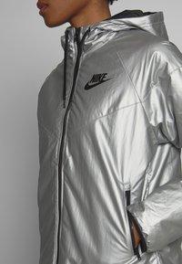 Nike Sportswear - Lehká bunda - metallic silver - 5