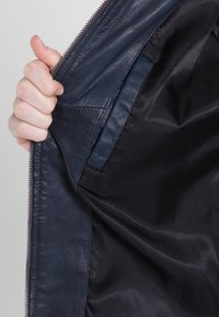 7eleven - SISSY - Leather jacket - navy - 5