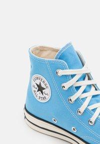 Converse - CHUCK 70 RECYCLED UNISEX - Sneakers alte - university blue/egret/black - 5