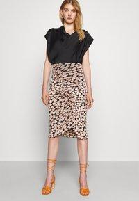 Diane von Furstenberg - CHRISTY SKIRT - Pencil skirt - leaf twig medium black - 3