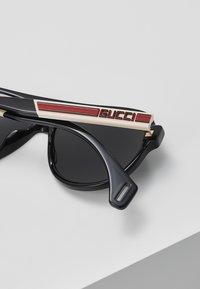 Gucci - Okulary przeciwsłoneczne - black/white/grey - 4