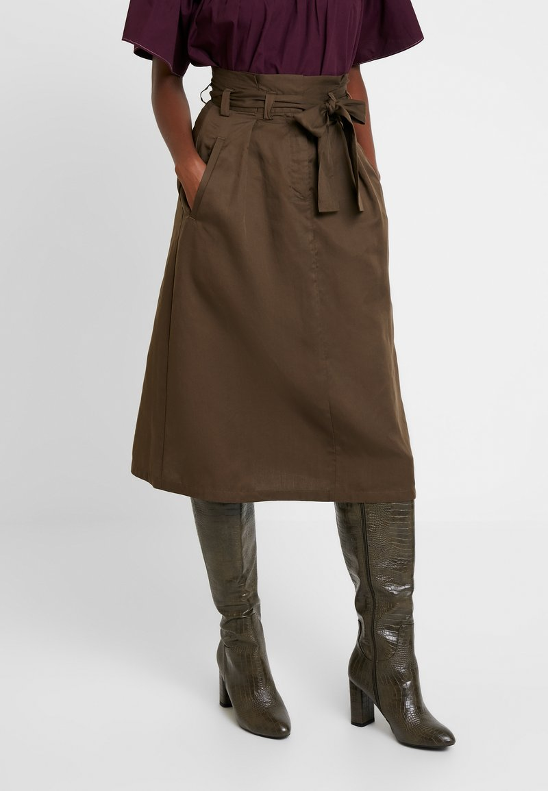 Great Plains London - BEAU BELT - Áčková sukně - dark olive