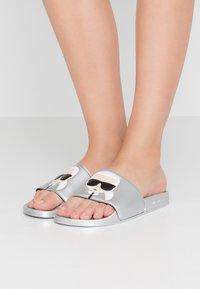 KARL LAGERFELD - Pantolette flach - light grey - 0