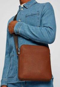 BOSS - CROSSTOWN  - Across body bag - light brown - 1
