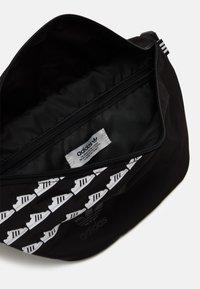 adidas Originals - WAISTBAG UNISEX - Bum bag - black - 2
