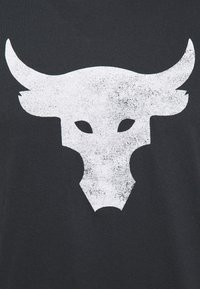 Under Armour - ROCK BRAHMA BULL - T-shirt z nadrukiem - black - 5