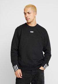 adidas Originals - R.Y.V. CREW LONG SLEEVE PULLOVER - Bluza - black - 0