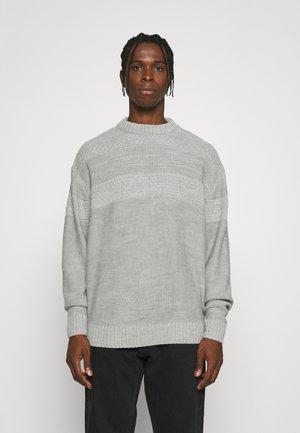 MIRROR - Stickad tröja - off white