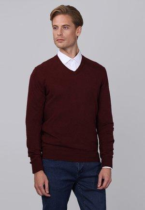 Stickad tröja - bordeaux melange