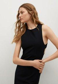 Mango - Pouzdrové šaty - zwart - 2
