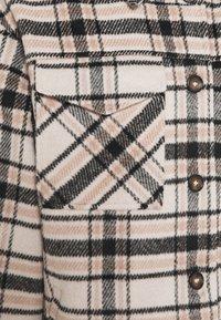 VILA PETITE - VIRUBI CHECK JACKET - Summer jacket - birch/black - 2